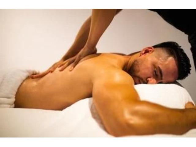 Gigolo-masseur voor man/vrouw/trans/koppel - 1